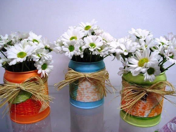 latinhas decoradas para decoração de mesa, este preço não inclui as flores que são naturais R$ 13,23
