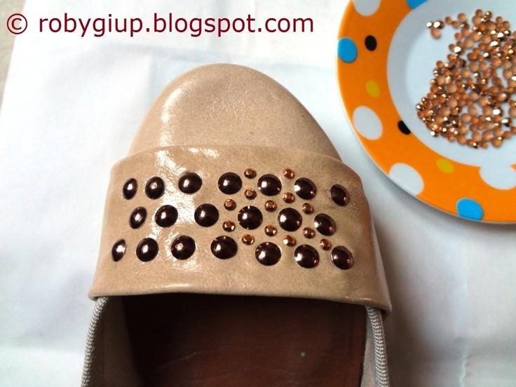 Restyling di vecchie ballerine, tutorial completo! - Old ballerina flats refashioning, full tutorial! #tutorial #DIY #scarpe #shoes #borchie #studs