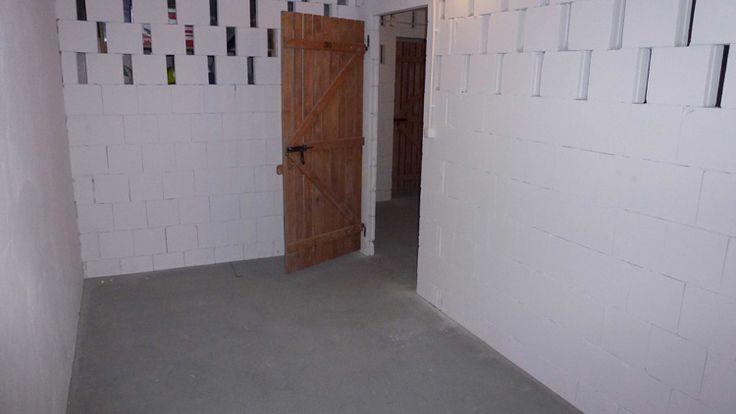dużą, ustawną komórkę lokatorską (nawet do 12m2), która znajduje się w podziemiu budynku
