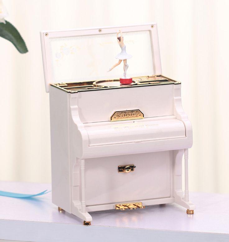 Pas cher Z2322 2027 simple mode modélisation boîte à musique de piano boîte à musique cadeau d'anniversaire délicate ornements, Acheter  Boîtes à musique de qualité directement des fournisseurs de Chine: Si importé: NO Taille: couleurs mélangées Num.: Z2322     Instructions pour l'expédition:     Vous soumettre