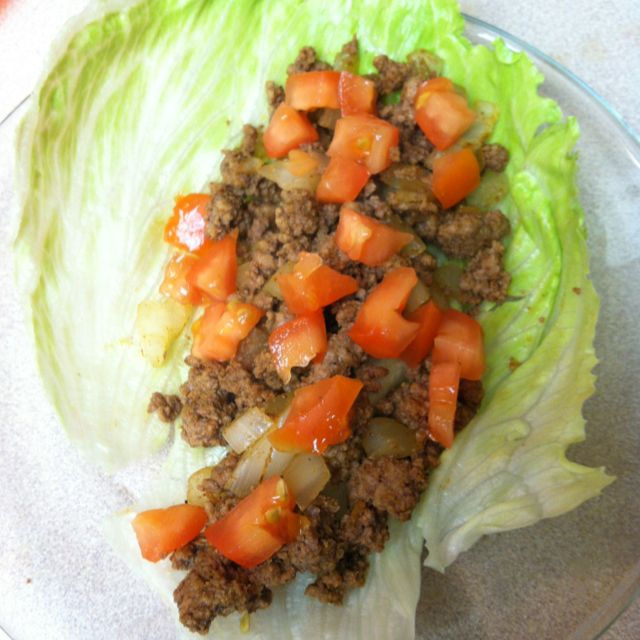 OMNI Phase 2 soft tacos! 100g of 97/3 beef makes 2 tacos!!!  ** seasoned with chili powder, add onions and tomatoes, then wrap in a lettuce leaf! Deeeeelish!!  #omnitrition