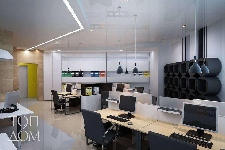 Светлый интерьер зала рабочих мест в офисе