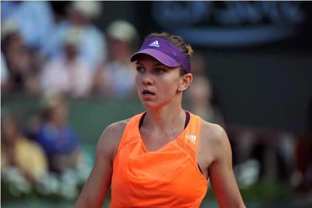 The second women's semi-final is a clash between the two players with most Grand Slam wins in 2014: Simona Halep and Eugenie Bouchard.