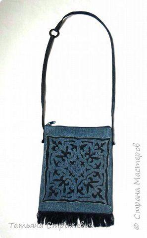 Здравствуйте дорогие жители и гости СМ! Решилась поделиться с вами идеей,которая пришла в голову при создании джинсовой сумочки в этно стиле.А именно декор в виде вытынанки.Результат мне понравился :-)  Итак,в работе я использовала: 1. Джинсовую ткань двух цветов( темно-синюю и  голубую) 2 . Клей ПВА. 3. Кисточку. 4. Клей-карандаш для бумаги. 5. Прозрачный,водостойкий клей для ткани. 7. Распечатку орнамента. 8 тонкий картон. 9. Ножницы с острыми кончиками. 10. Маркер. фото 8