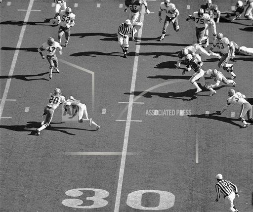 Watchf AP S FBN LA USA APHS439147 Super Bowl VI Cowboys Dolphins