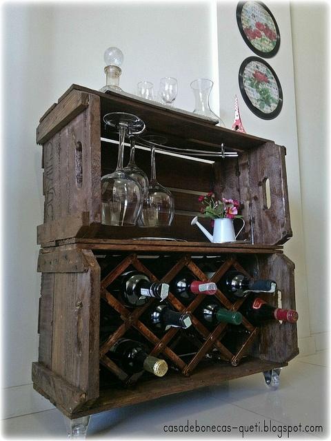 Adega com caixas de feira da Queti, do Blog http://casadebonecas-queti.blogspot.com.br/#  - ideia perfeita!!