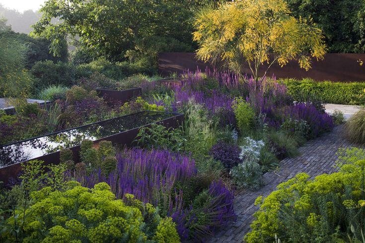 Courtyard garden   Tom Stuart-Smith