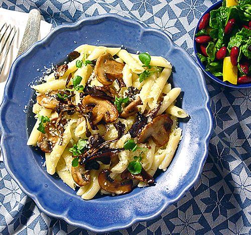 Pasta med svamp och spenatsallad | Recept.nu