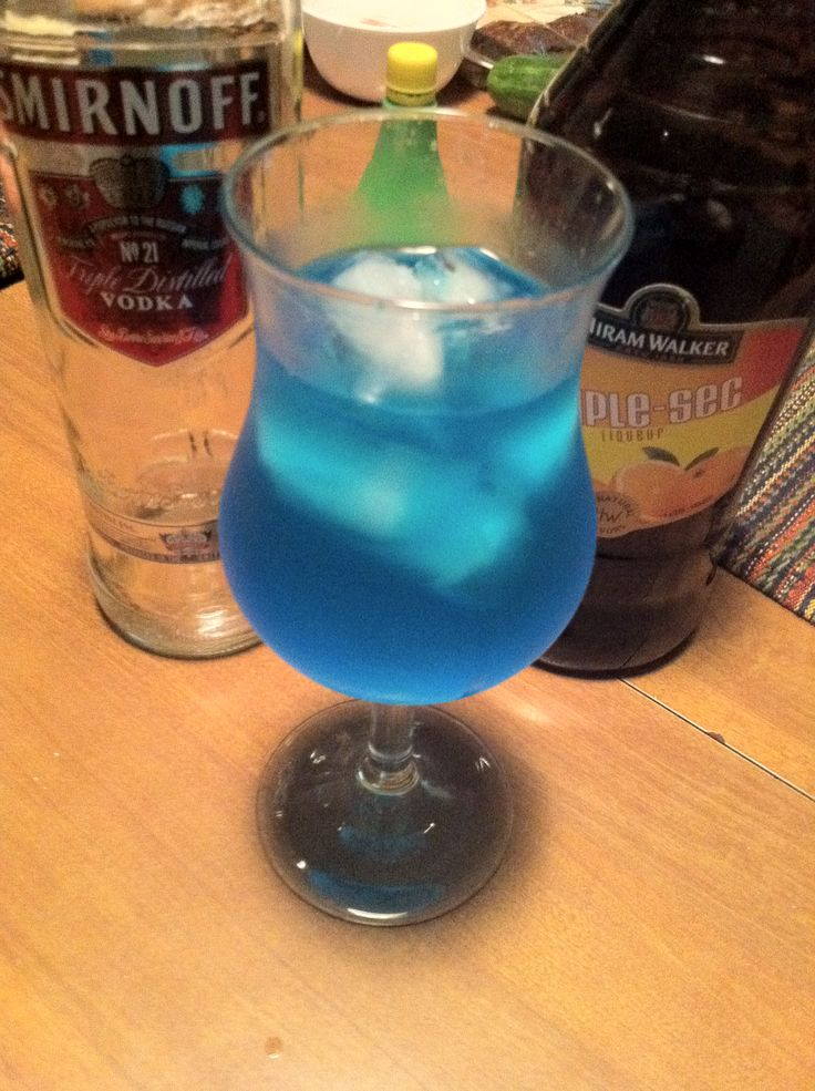 How to make a Blue Kamikaze Drink - Perfect for hot summer days