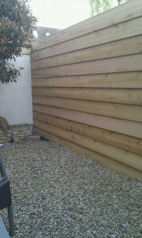 Afbeeldingsresultaat voor tuin met potdeksel schutting