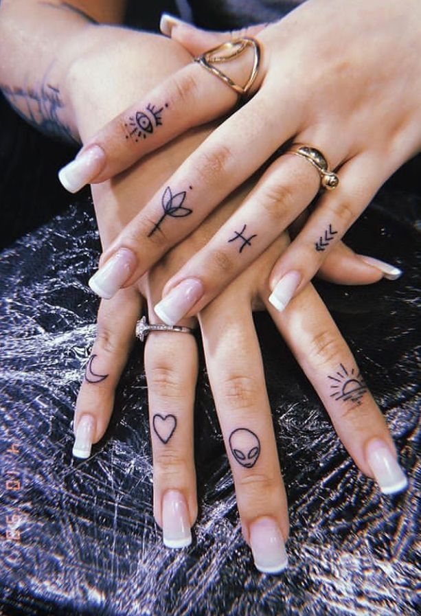 45 Meaningful Tiny Finger Tattoo Ideas Every Woman Eager To Paint Fashionsum Tatuaje Dedos Mano Tatuajes En Los Dedos Tatuajes Dedos Mujer