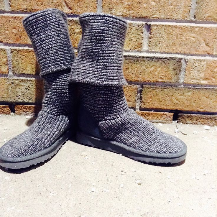 Is anything more comfortable than a pair of cozy knit #UGGs? Definitely not! These boots are great with jeans or leggings, and perfect for that in-between spring weather! #PlatosClosetNewmarket //UGGs, 8, $60// | www.platosclosetnewmarket.com