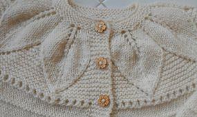 Ravelry: Foglie su legaccio - Leaves of garter stitch pattern by Barbara Ajroldi