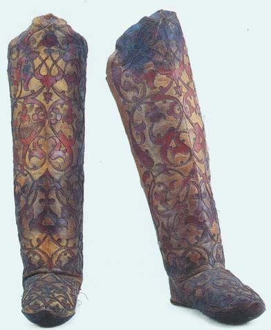 Top boots of sultan Selim II (half of 16th century), leather with application, Topkapi Sarai Muzesi, Istambul