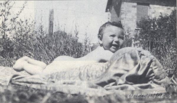 Simon Boruchowiz Nationality : Jewish Residence :Paris, France Death : August 19, 1942 Cause : Murdered in Auschwitz ( buried in Auschwitz death camp ) Age : 3 years