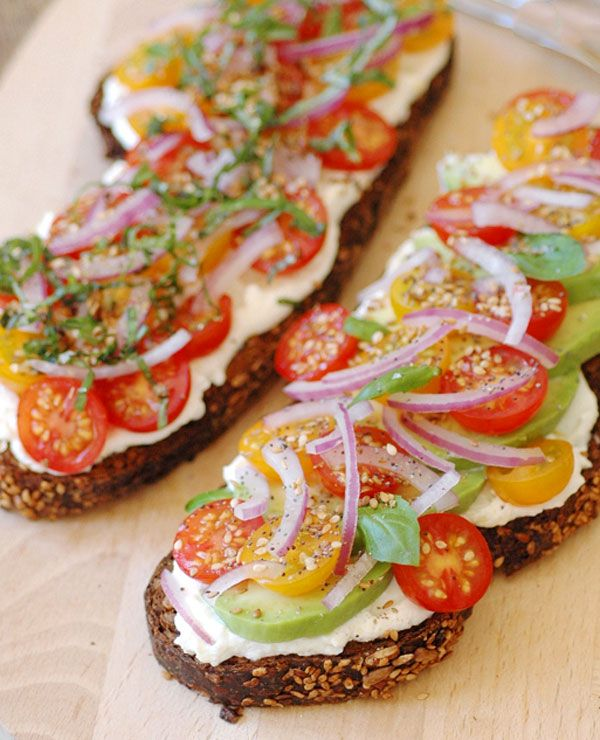 Vegetarian Sandwich with Avocados, Ricotta & Tomatoes / Eat Well 101