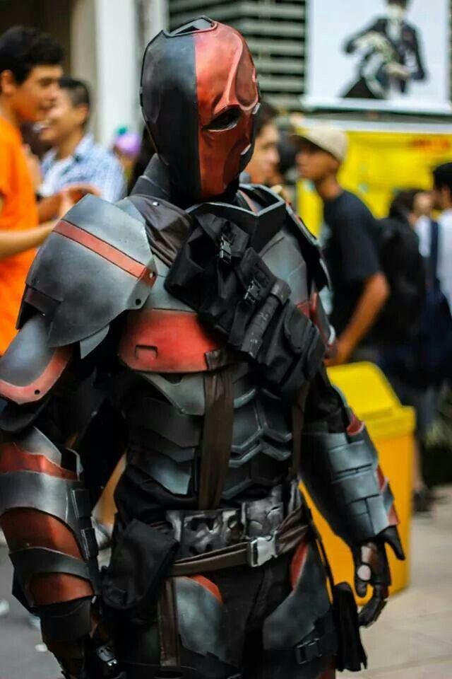 Frickin' epic Deathstroke cosplay!