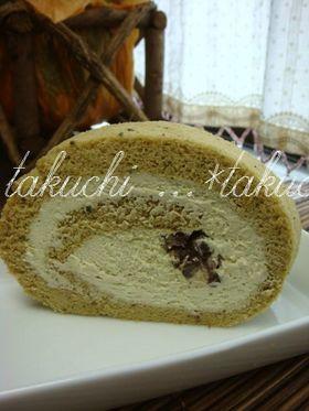 抹茶クリームとあんこのロールケーキ