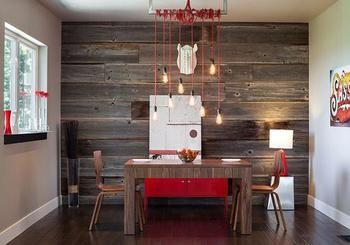 木目のアクセントクロス。テーブル、チェアとの色合わせです。