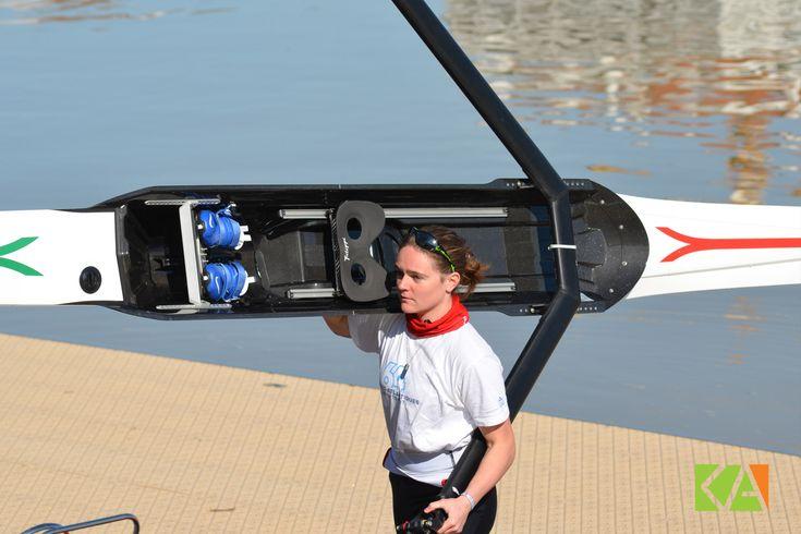 Mise à l'eau de l'aviron, avant une nouvelle séance d'entraînement