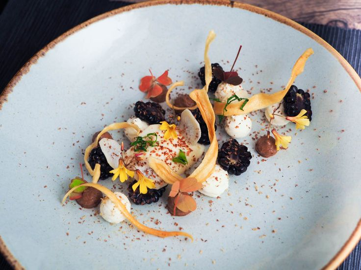 Parsnip variation, blackberries, ricotta and tonka bean | Oh My Chef