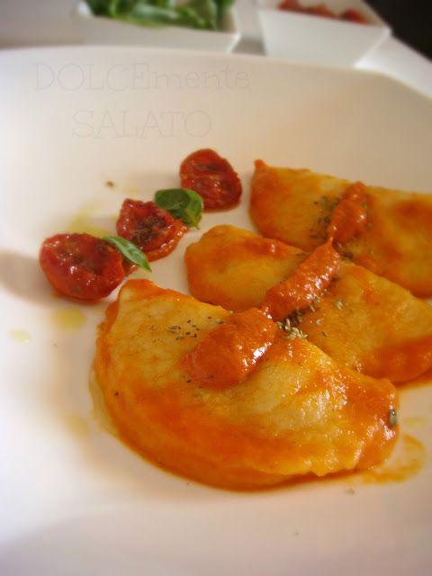 DOLCEmente SALATO: Gnocchi di patate ripieni di bufala e sugo di pomodorini confit