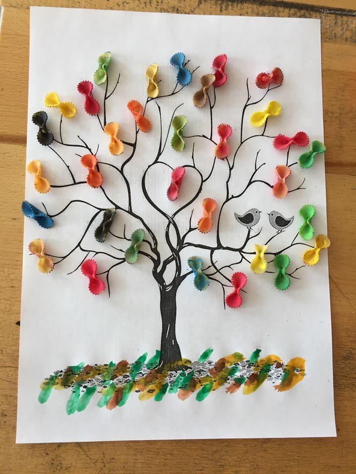 """Source : inconnue """"On dirait presque un sapin !"""" Zohra, 4 ans.  + + + +  Une feuille de la peinture avec des pâtes.  Les pâ..."""