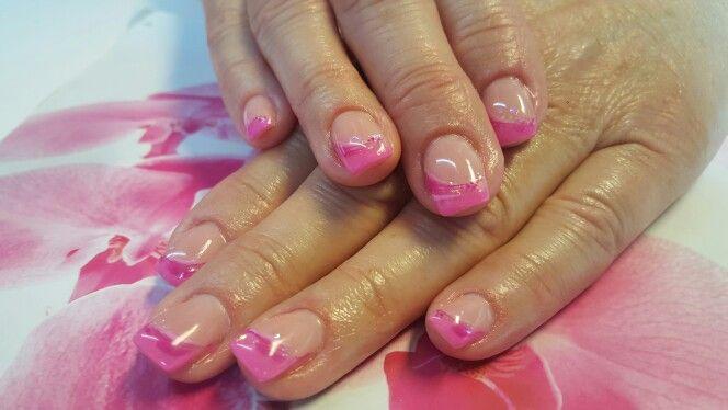 Fornøyd med mine rosa negler