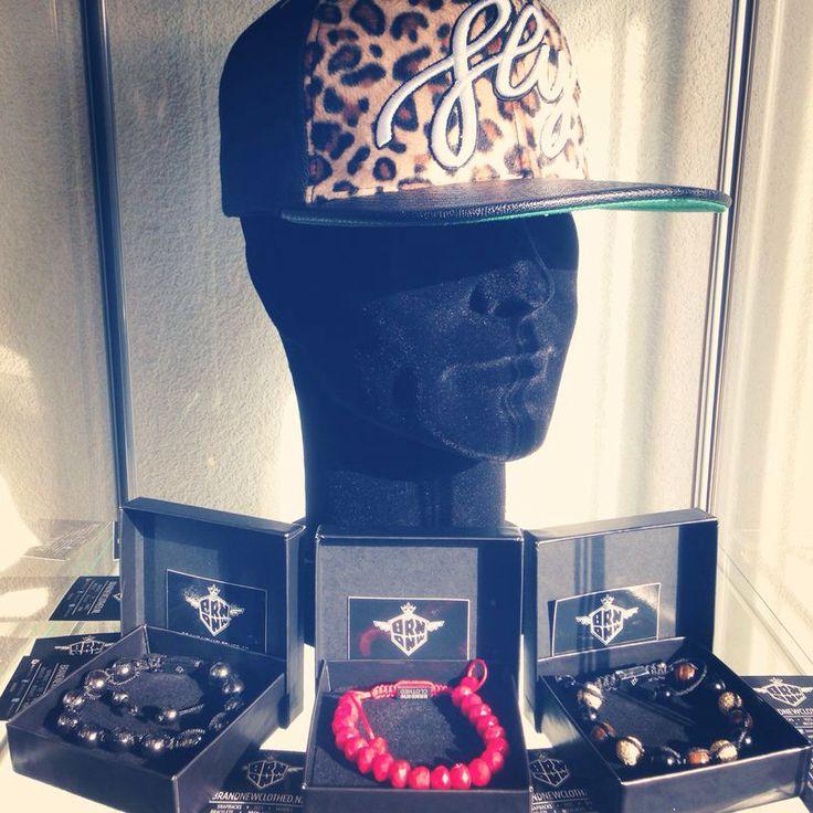 By ons nu verkrijgbaar BRNDNW CLOTHED. Fly snapback• Red Daimond Bracelet• Gold Bracelet• Black x onyx Bracelet• Fly Bracelet