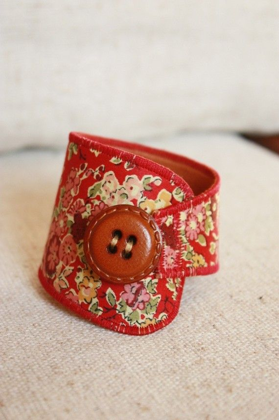 Bracelet en tissu liberty rouge fleuri