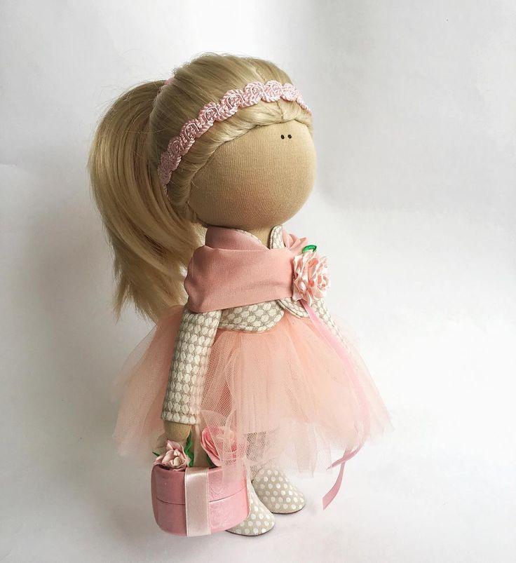 """96 Me gusta, 17 comentarios - ИНТЕРЬЕРНЫЕ КУКЛЫ ЛИЛИИ БАЙЕР (@liliyabayer_babydolls) en Instagram: """"Малышка в розовом сделана на заказ, и скоро отправится домой А вдохновением для создания её…"""""""