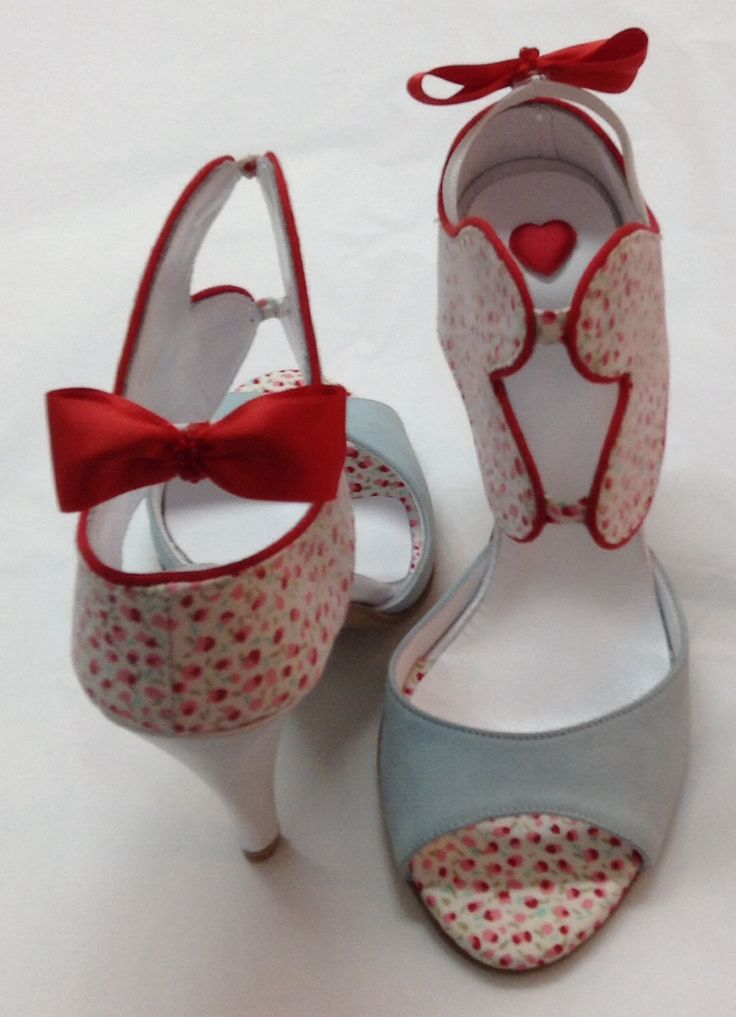 Handmade shoes by Savrani creations . Red bow - love boot..