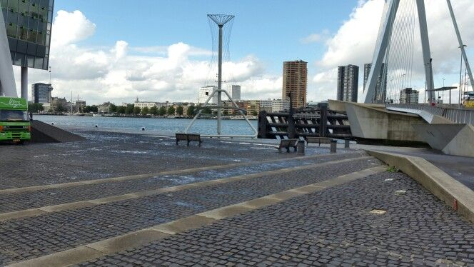 Halfsteensverband met grote tegels, Rotterdam