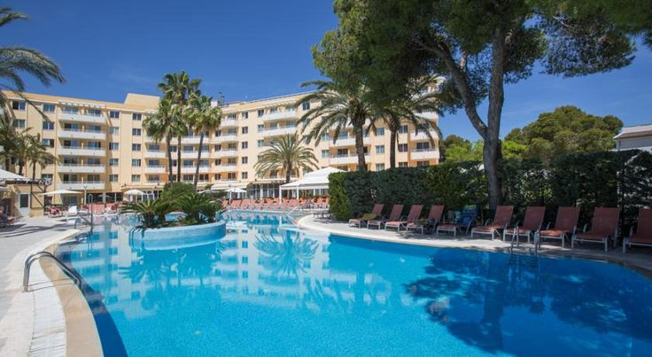 Hotel Ivory Playa Sports & Spa Port d'Alcudia Hotel Ivory Playa Sports & Spa is 50 metres from the beach in Alcúdia Bay, close to the S'Albufera Nature Reserve. There is an outdoor swimming pool and a free Wi-Fi area.  All apartments have a balcony or terrace and a flat-screen satellite TV.