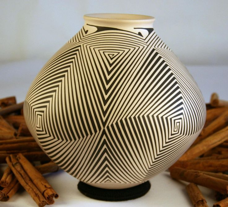"Pilo Mora ~ Mata Ortiz Pueblo Pottery, Mexico  ~  'Labyrinth Olla' ~    8-1/2"" high x 27-1/2"" in circumference at its widest point"