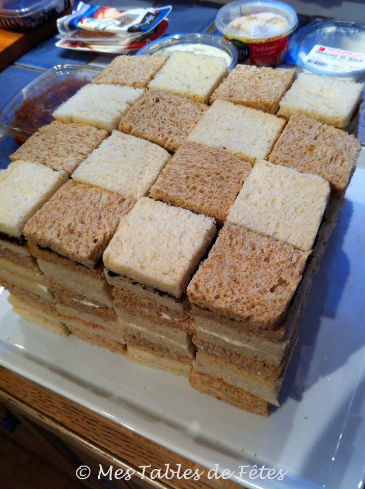 Pour les fêtes nous avions l'habitude d'acheter un pain surprise pour l'apéro, cette année j'avais décidé d'en faire un moi même rien de plus simple, un bon pain des tartinades etc ... Oui mais voilà par manque de temps je n'ai pas pu faire le pain. J'ai...