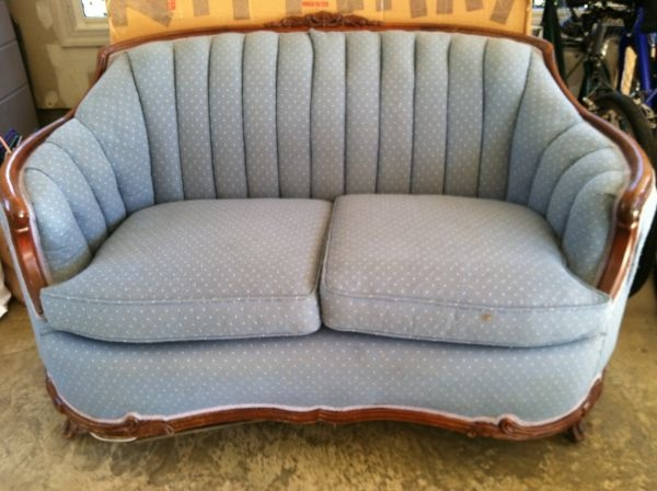 Washington DC: Vintage Love Seat $249   Http://furnishlyst.com/