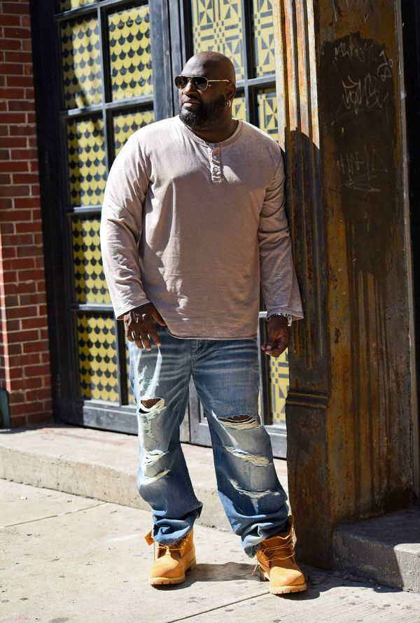 Looking for Big & Tall, plus size fashionable clothing options? Have you heard of MVP Collections? We shine the light on Mo Vaughn and his newest venture into the Big and Tall fashion world.  Because the fellas rock the deconstructed look. This is the Taupe 3 Button Henley and Deconstructed Relaxed Jeans from MVP Collections.com  His Style: Meet MVP Collections for the Big and Tall Man http://thecurvyfashionista.com/2017/03/mvp-collection-big-and-tall/
