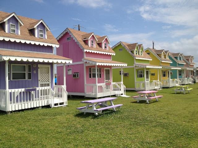 Mini beach bungalows!   Pastel house, Cute small houses ...