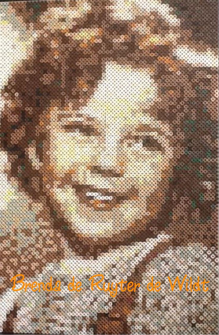 Shirley Temple  30x45 cm 5400 strijkkralen