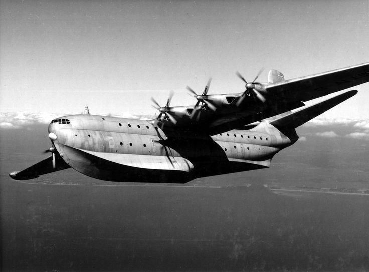 apostlesofmercy:  One of the forgotten greats, the Saunders-Roe SR.45 Princess was the largest all metal flying boat ever flown. First flying on 22 August 1952, just three of these luxury double bubble pressurized fuselage flying boats were built and only one graced the skies above Britain for a mere 100 hours.Seguir leyendo