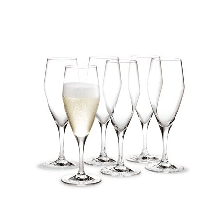 When serving champagne, remember that the festive bubbles need to be poured gently along the inside of the glass to retain as much of the original taste and as many bubbles as possible. The champagne glass has a large surface that lets the champagne develop the nuances of its flavours and tastes. #holmegaard #perfection #champagneglass
