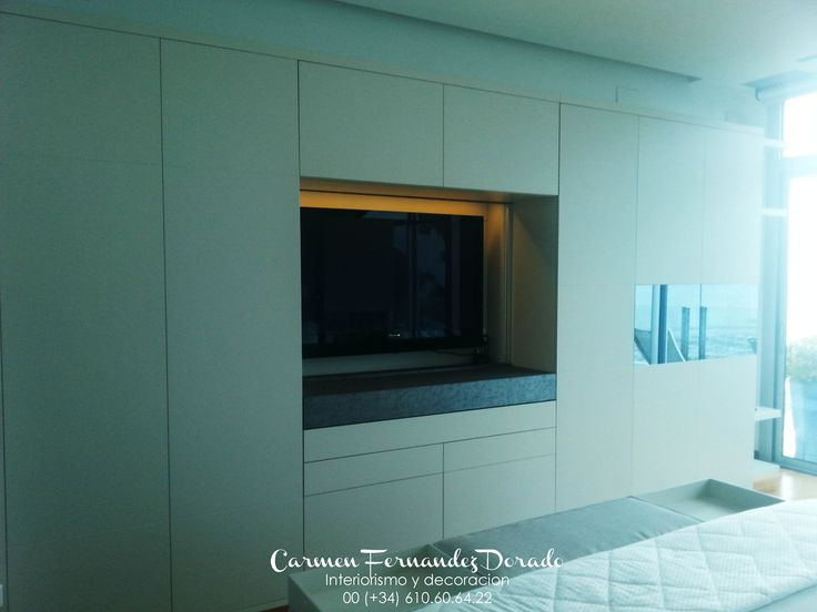 Dise o de armario personalizado tv integrada con puertas for Software diseno de armarios