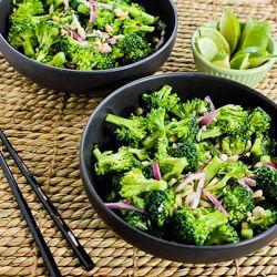 Más de 25 ideas increíbles sobre Raw broccoli salad en ...