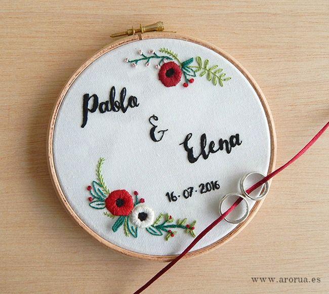 Wedding Embroidery Ring Holder Bastidor porta alianzas personalizado bordado a mano. www.arorua.es