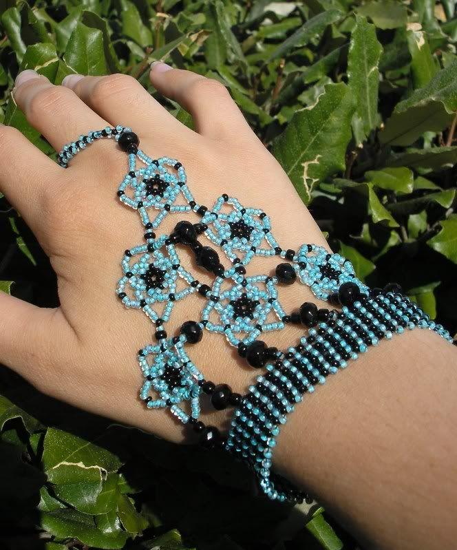 Slave Bracelets in seed beads http://craftgrrl.livejournal.com/13598602.html?thread=156514954