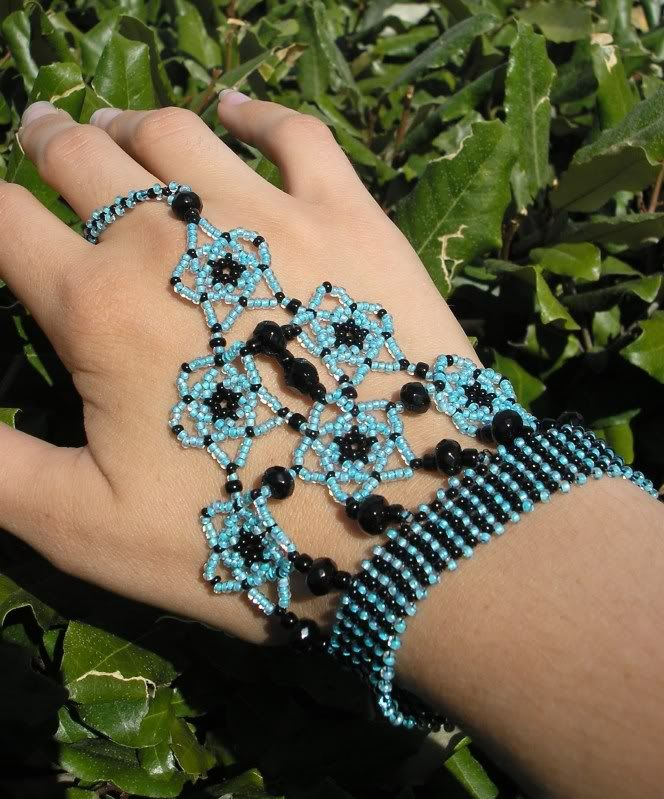 Slave Bracelets in seed beads http://craftgrrl.livejournal.com/13598602.html?thread=156514954