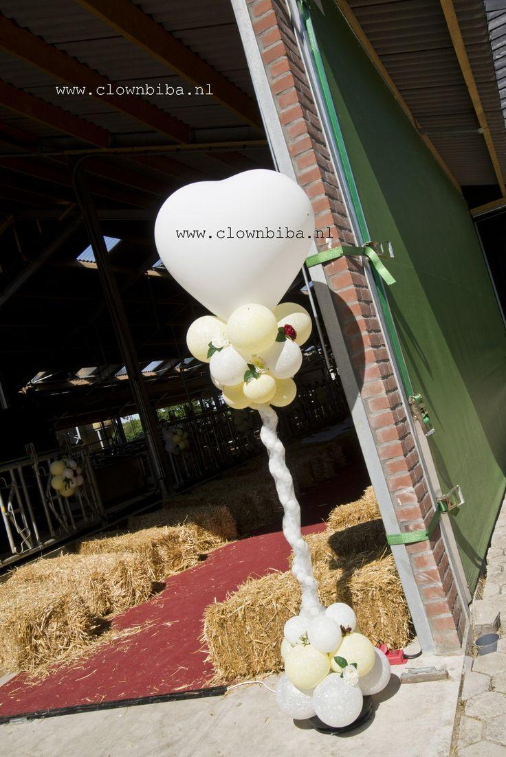 Clownbiba.nl; decoratie bruiloft in een koeienstal