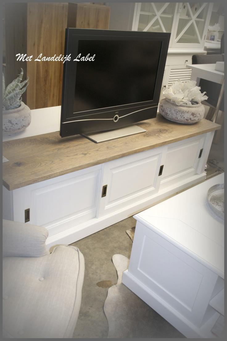 Landelijk tv meubel met een oud houten bovenblad.  Te koop bij: WWW.METLANDELIJKLABEL.NL (webwinkel en showroom vol unieke oude brocante en landelijke meubels)