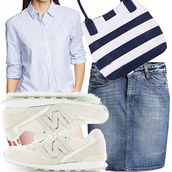Le righe non possono mancare in primavera, la camicia un pò maschile, addolcita dalla tonalità, si abbina alla gonna denim, gran ritorno stagionale e alle sneakers in suede. La borsa marinara come accessorio.